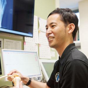 福岡整形外科 秋山クリニック副院長 仲村俊介 肩・肘関節を中心に一般整形外科・膝関節、スポーツ整形外科を専門としております。